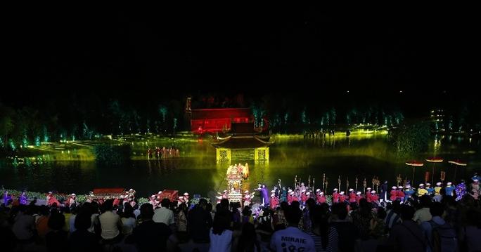 Choáng ngợp cảnh 150 nông dân biểu diễn trên sân khấu mặt nước 3.000 m2 - Ảnh 14.