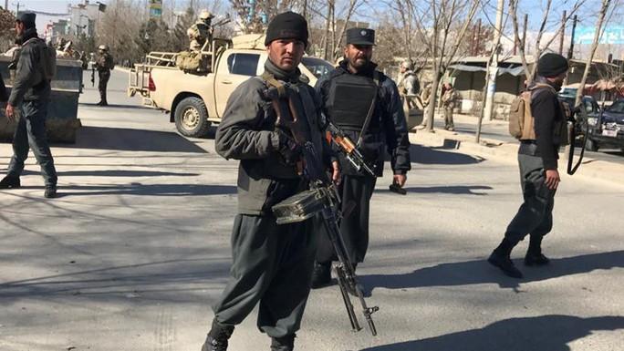Afghanistan: Đánh bom liều chết, hơn 40 người thiệt mạng - Ảnh 1.