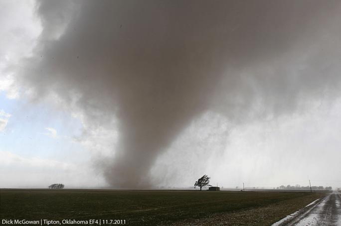 Ảnh minh họa: Một trận lốc xoáy tương tự ở bang Oklahoma năm 2011.Nguồn: MSN