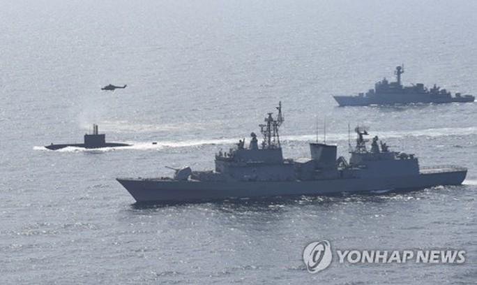 Tàu chiến Hàn Quốc tham gia cuộc diễn tập. Ảnh: Yonhap