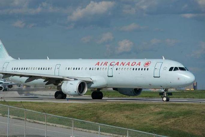 Máy bay cách thảm họa... 30 m! - Ảnh 2.