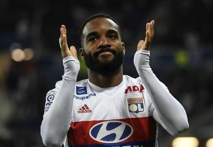 Arsenal lập kỷ lục chuyển nhượng với Lacazette  - Ảnh 1.