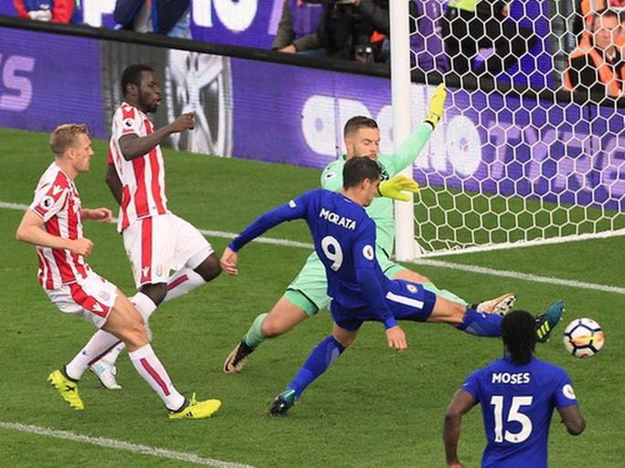 Morata lập hat-trick, Chelsea hạ đẹp Stoke  - Ảnh 5.