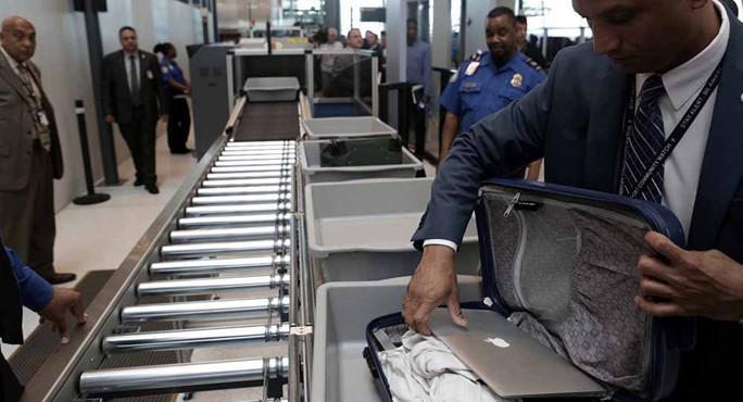 Mỹ thắt chặt soi thiết bị điện tử lên máy bay - Ảnh 1.