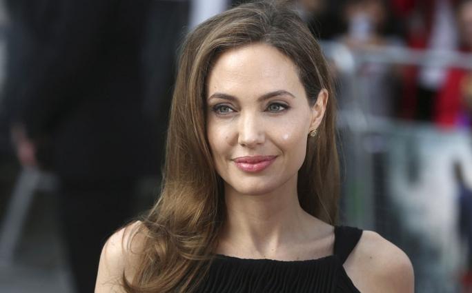 Angelina Jolie bị chỉ trích là người tàn nhẫn - Ảnh 2.