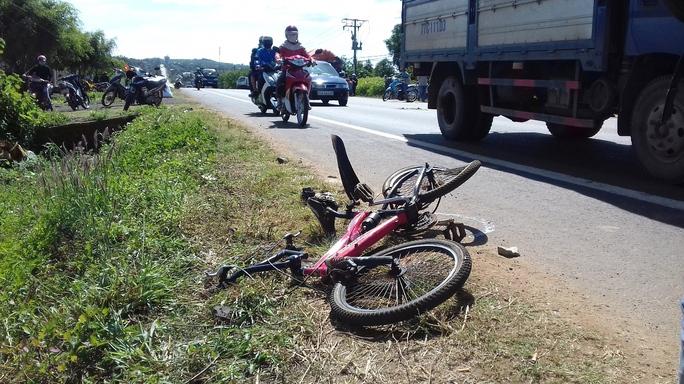 Chiếc xe đạp của nạn nhân tại hiện trường