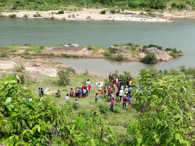 Phát hiện thi thể người phụ nữ khỏa thân trôi sông Đakrông - Ảnh 1.