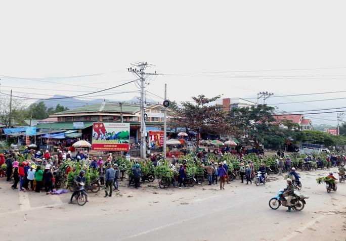 Một góc chợ chuối Tân Long