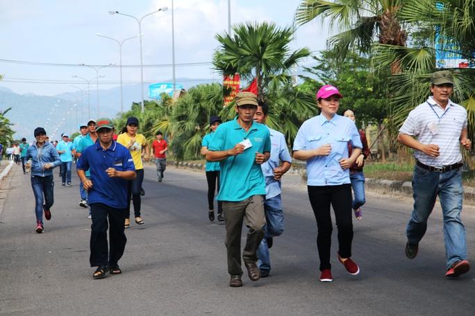 Ngày hội tư vấn pháp luật cho người lao động Khánh Hòa - Ảnh 2.