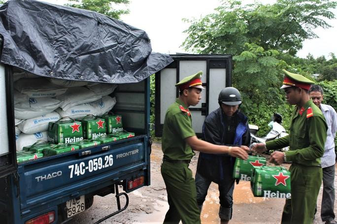 Liên tiếp bắt 2 lô hàng lậu ở một xã vùng biên Quảng Trị - Ảnh 1.