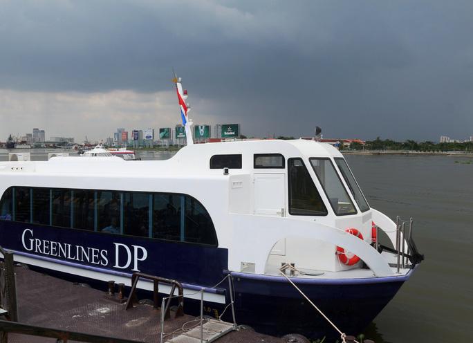 Việc khai thác hiệu quả vận tải hành khách công cộng bằng đường thủy sẽ giảm áp lực cho giao thông bộ. Trong hình là một tàu cánh ngầm hoạt động trên sông Sài Gòn