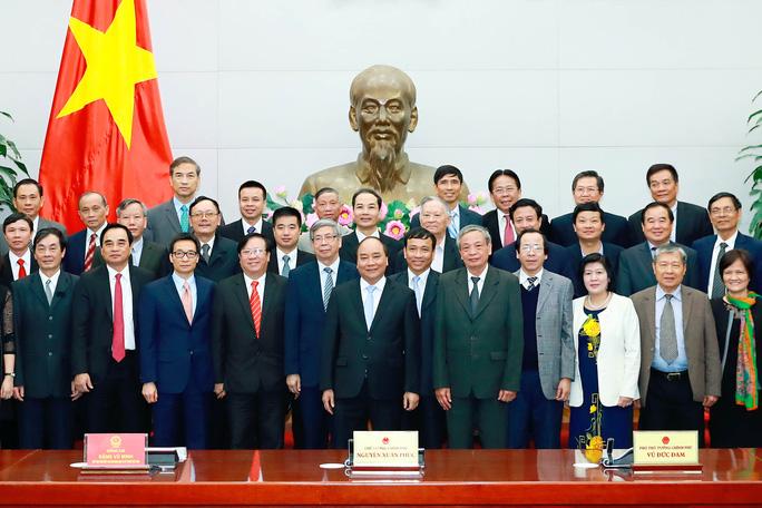 Thủ tướng Nguyễn Xuân Phúc cùng các đại biểu Ảnh: TTXVN