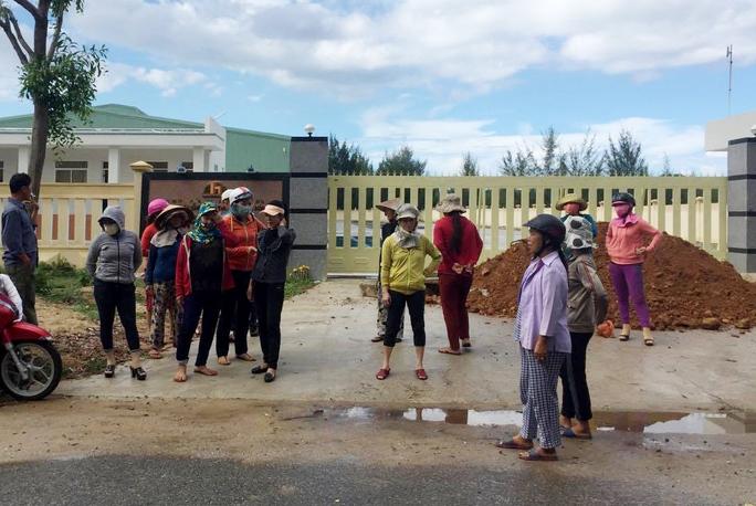 Huyện đóng cửa  với báo chí cuộc họp xử nhà máy ô nhiễm - Ảnh 1.
