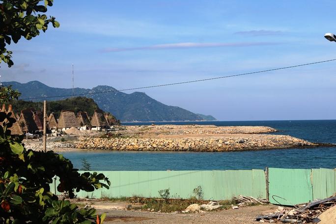 Cận cảnh hàng loạt dự án lấn biển xâu xé vịnh Nha Trang - Ảnh 1.