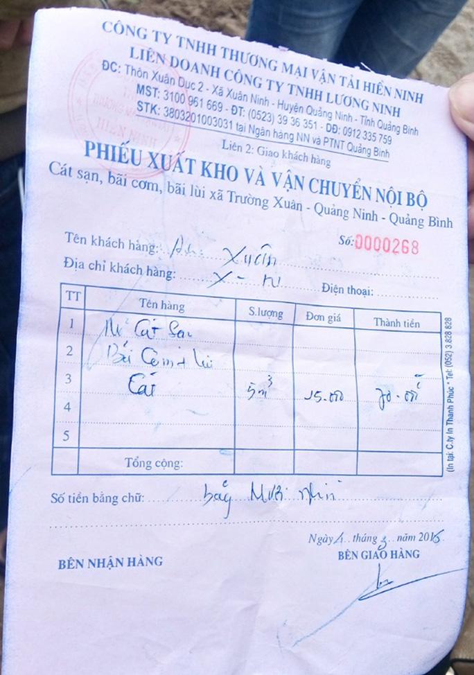 Biên lai thu phí cát lậu người dân cung cấp