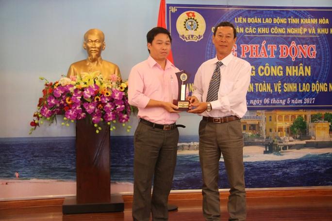 Ngày hội tư vấn pháp luật cho người lao động Khánh Hòa - Ảnh 4.