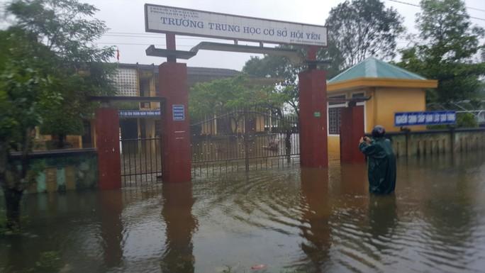 Quảng Trị: Hơn 300 nhà dân vẫn còn ngập sâu trong nước - Ảnh 4.