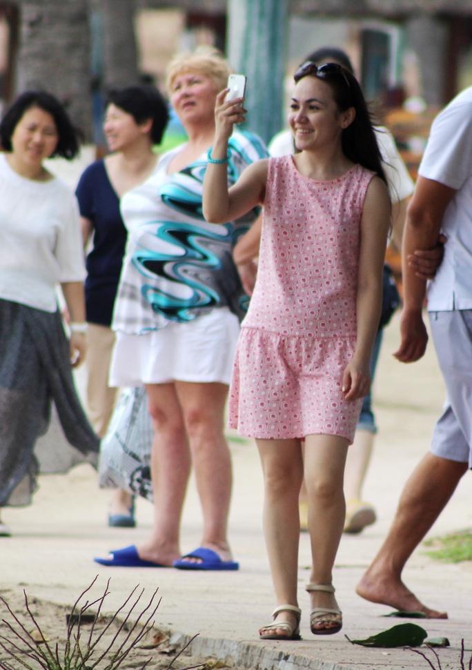 Dạo phố với những bộ cánh giản dị nhưng không làm mất đi vẻ đẹp của những thiếu nữ Nga