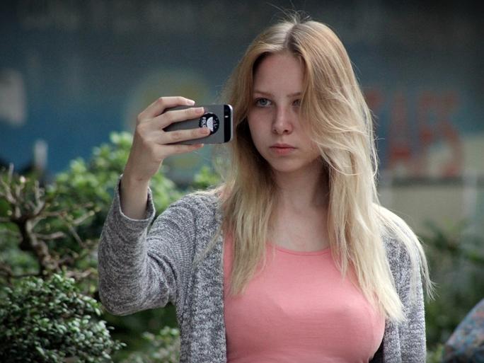 Một cô gái Nga ghi lại khoảnh khắc đáng nhớ của mình ở đường phố Nha Trang