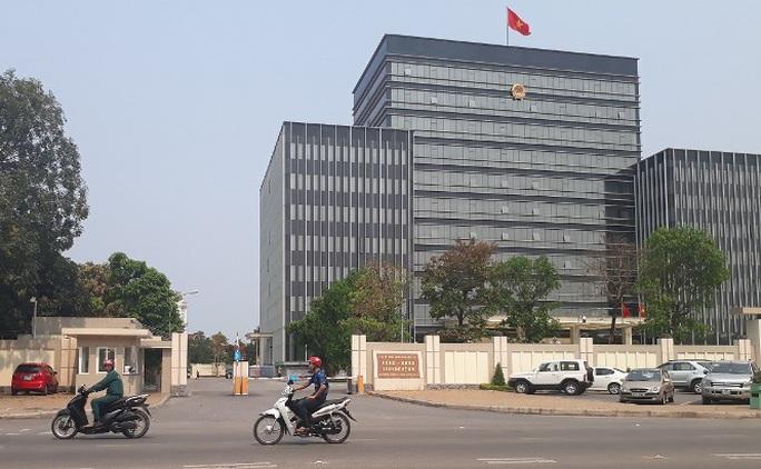 Trụ sở UBND tỉnh Nghệ An sáng ngày 11-4, nơi diễn ra cuộc họp nội bộ giữa đoàn công tác của Bộ GTVT với các bên liên quan về những bất cập tại trạm BOT Bến Thủy 1.