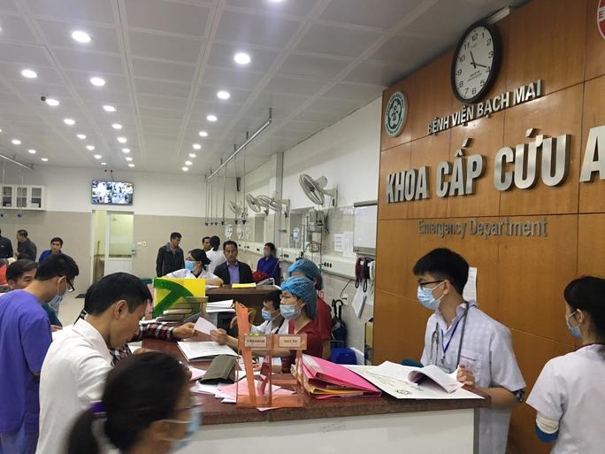 Khoa Cấp cứu Bệnh viện Bạch Mai (Hà Nội) tiếp nhận nhiều bệnh nhân trong những ngày sau Tết nguyên đán