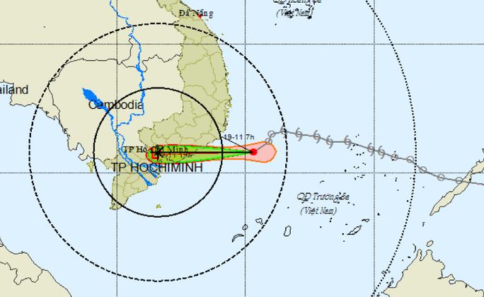 Mưa to, thủy triều cùng lúc tấn công nhiều nơi ở TP HCM - Ảnh 3.