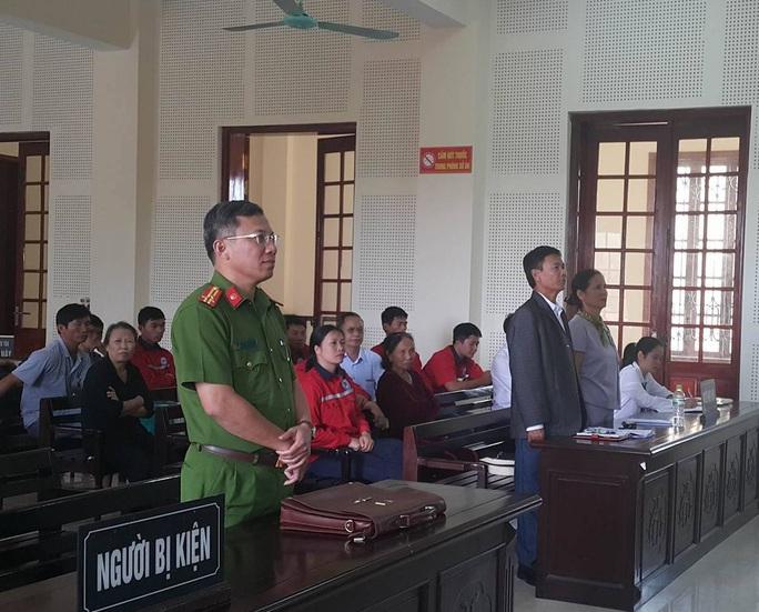 Thua kiện lần 2, tài xế vẫn quyết kiện quyết định xử phạt của Trưởng Công an TP Vinh - Ảnh 1.