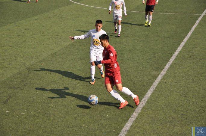 Đàn anh Nguyễn Hữu Anh Tài trong màu áo CLB Uijeungbu đã có 2 đường chuyền cho đội bóng Hàn Quốc ghi bàn
