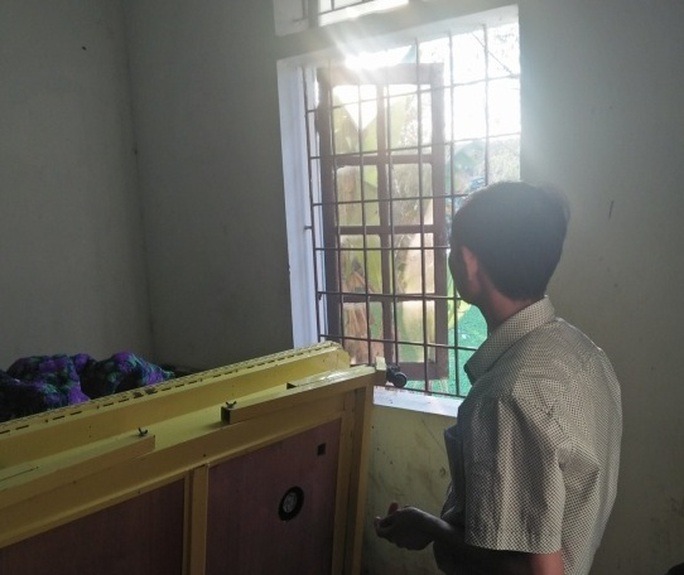 Cửa sổ nơi phát hiện ông Nguyễn Thành Ngôn tử vong trong tư thế treo cổ