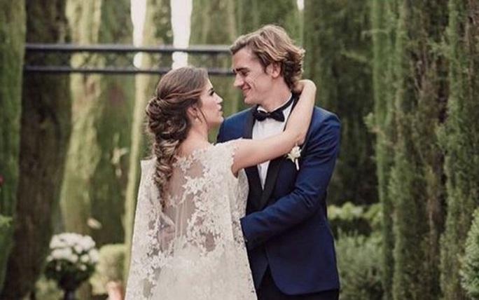 Hoành tráng mùa cưới của sao bóng đá - Ảnh 8.