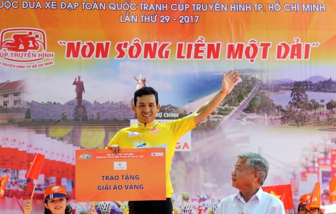 Tay đua Giang Thanh Tuấn tam mặc áo vàng sau 6 chặng