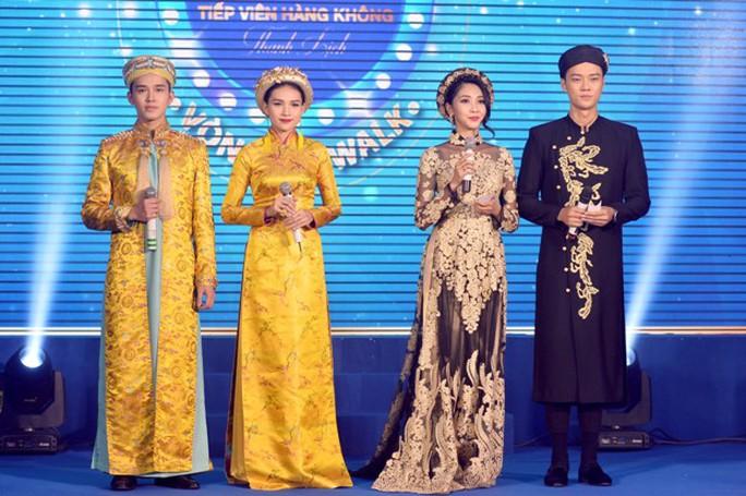 Tiếp viên Vietnam Airlines catwalk cực chuẩn trong cuộc thi tài sắc - Ảnh 4.