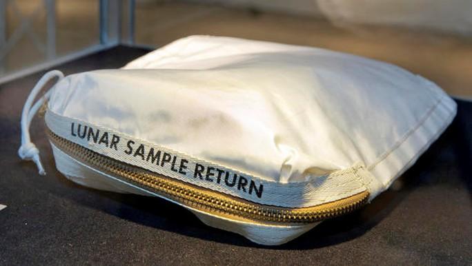 Bán 1 túi bụi mặt trăng, lãi gần 1,8 triêụ USD - Ảnh 1.