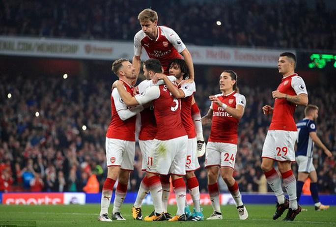 Trọng tài cứu nguy, Lacazette đưa Arsenal lên Top 10 - Ảnh 7.