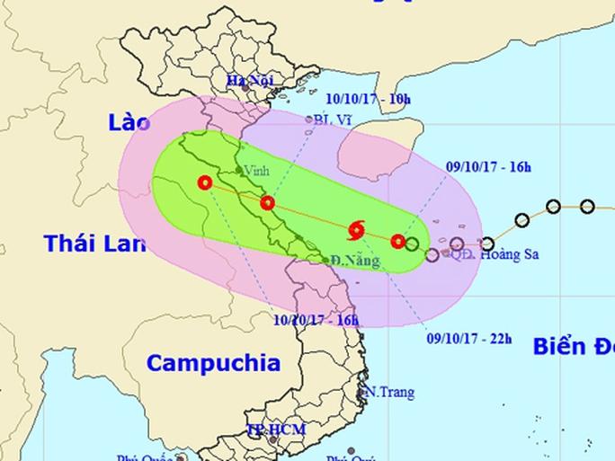 Bão đổ bộ vào Hà Tĩnh - Quảng Trị, cảnh báo mưa lớn - Ảnh 1.