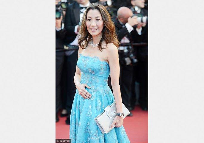 Nữ diễn viên xin lỗi vì diện đầm quốc kỳ tại Cannes - Ảnh 4.