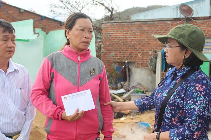 TP Hồ Chí Minh sẻ chia nỗi đau người dân vùng bão Phú Yên - Ảnh 2.