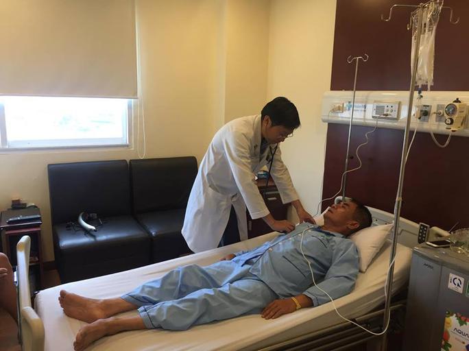 Tự điều trị đau bụng, người đàn ông suýt chết - Ảnh 1.