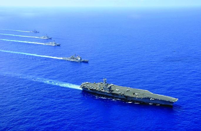 Tàu hải quân Mỹ trên biển Đông Ảnh: huffington post