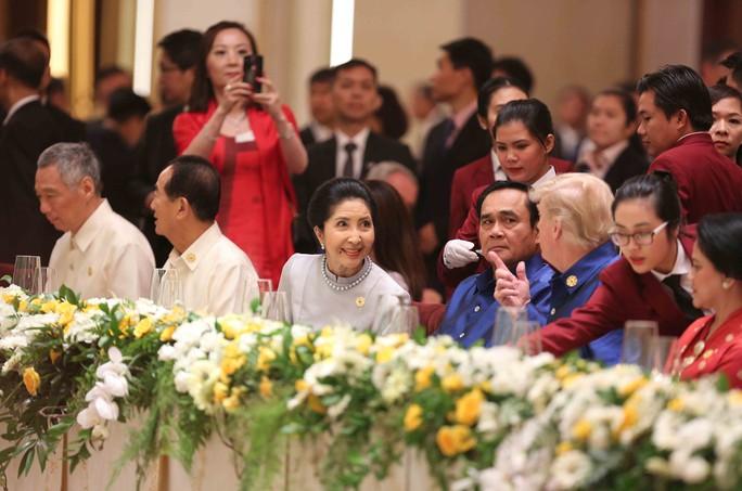 Những hình ảnh ấn tượng tại tiệc chiêu đãi các nhà lãnh đạo APEC - Ảnh 4.