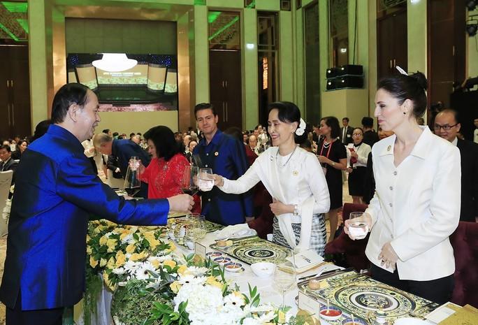 Những hình ảnh ấn tượng tại tiệc chiêu đãi các nhà lãnh đạo APEC - Ảnh 9.