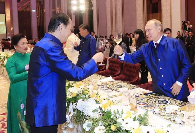 Những hình ảnh ấn tượng tại tiệc chiêu đãi các nhà lãnh đạo APEC - Ảnh 7.