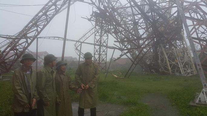 4 người chết; hàng chục ngàn ngôi nhà tan hoang sau bão số 10 - Ảnh 2.