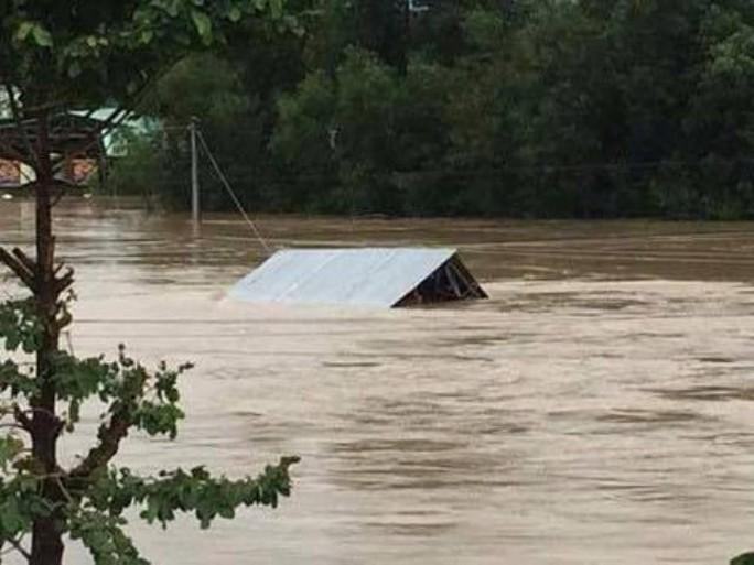Cứu trợ bão lụt: Phải có cái tâm vì dân nghèo trước đã! - Ảnh 2.