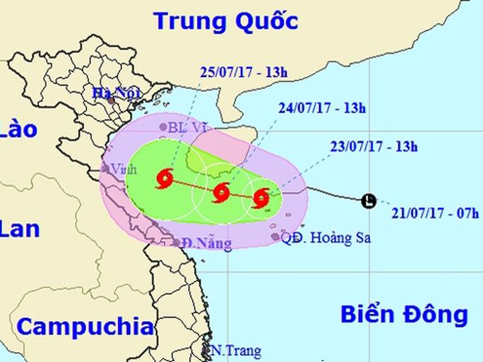 Áp thấp mạnh lên thành bão số 4, mưa to đe dọa miền Trung - Ảnh 1.