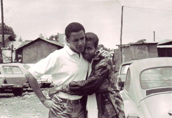 Chàng trai Barack Obama và vị hôn thê Michelle tại Kenya năm 1992. Ảnh: Obama Family Photo