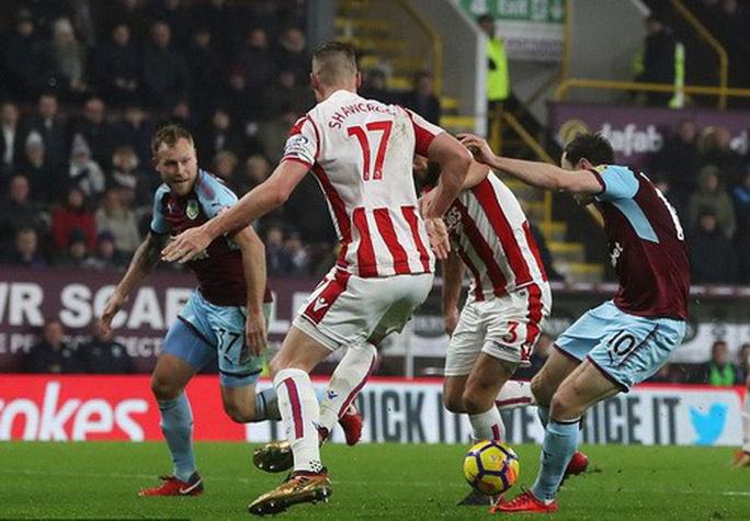 Chen chân Top 4, Burnley gây sốc sân cỏ Ngoại hạng Anh - Ảnh 3.