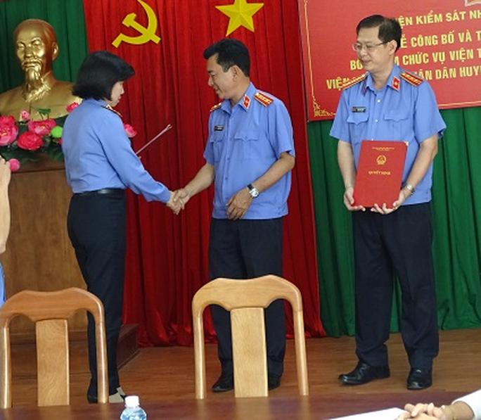 Bổ nhiệm Viện trưởng VKSND huyện Bình Chánh - Ảnh 1.