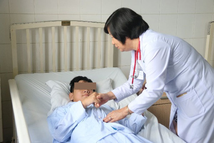 Điều trị thành công bệnh nhi bị liệt vì viêm đa cơ - Ảnh 1.