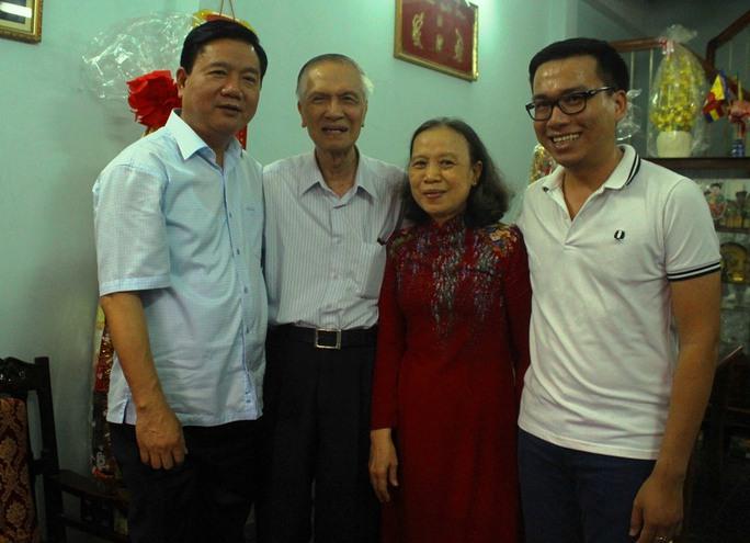 Bí thư Đinh La Thăng thăm và chúc Tết GS-TS Chu Phạm Ngọc Sơn. Ảnh: Bảo Ngọc